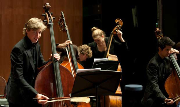Young Pianists Festival 2015: NJO olv Etienne Siebens